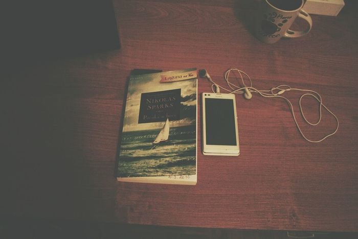 Books Music Phone Nicolas Sparks Message In A Bottle Enjoying Life Hi! Taking Photos Photography Photo