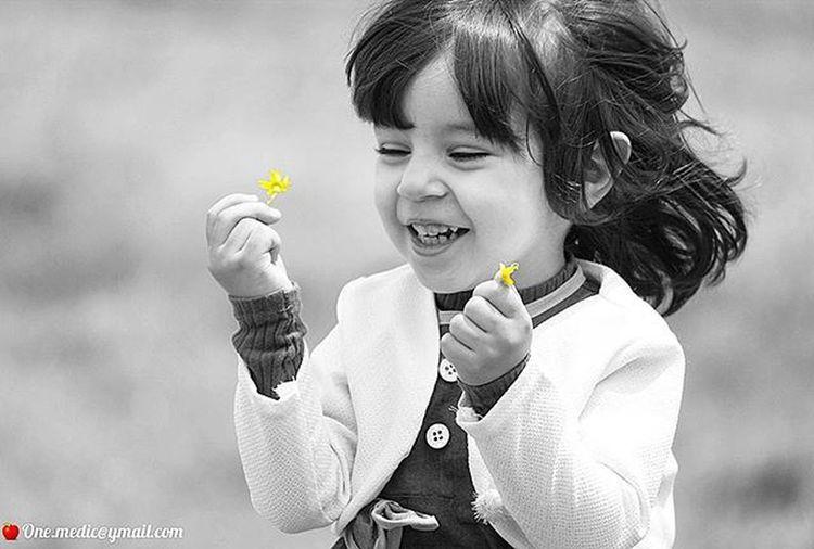 ❤ My_girl Portrait Iran Onemedic One .medic@ymail.com Children Girl Life Smile Hand Flower Yellow Happy Asra Blackandwhite Bw Blackwhite Monocrom Live Canon پرتره ایران اینستاگرام اسرا سیاه_سفید مونوکروم زرد گلشادی