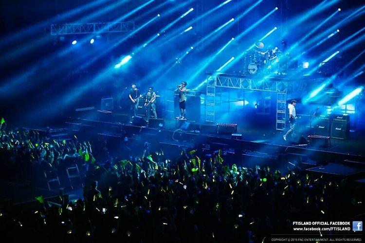The pic not mine. Credit to the owner FTisland Concert Artist Kpop Krock Band Leehongki  Leejaejin ChoiMinhwan Choijoonghun Songseunghyun Entertainment