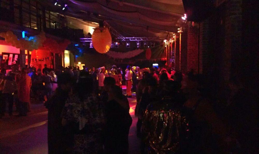 Der Saal füllt sich langsam :o) #twarneval
