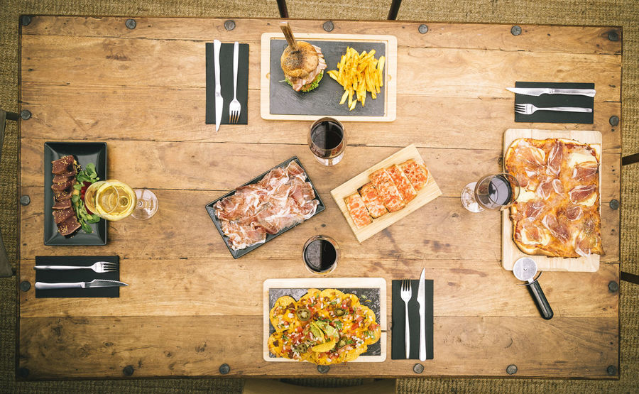 Burger Chips Cutting Board Directly Above Food Food And Drink Freshness Frites Ham Healthy Eating High Angle View Italian Food Jalapeno Nachos Pizza Pizza Box Pizza Time Rustic Table Snack Table Tablecloth Tataki Wooden Zenith View