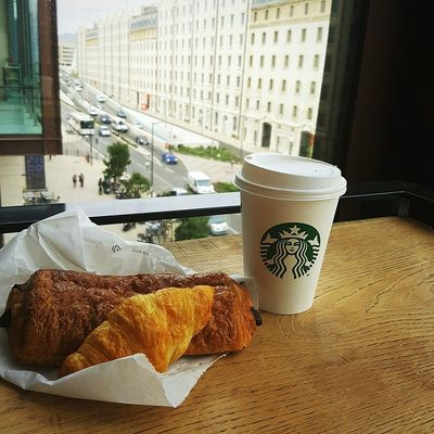 Lifestyle Pain Au Chocolat Croissant Breakfast Cosy Starbucks Coffee Photography Lunch Goûter Taking Photos Hanging Out Check This Out That's Me Hello World Starbucks Cofee Hot Chocolate Docks Dock Architecture Urban Landscape Focus Viennoiserie Chocolate Chocolat Viennois