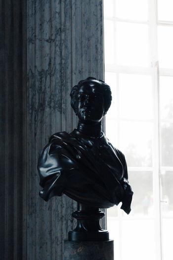 Statue Black