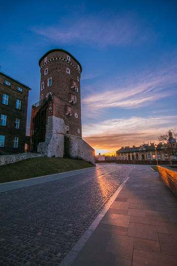 Detail of Wawel castle at the first light of the day in Krakow Krakow Kraków, Poland Poland Sunrise Sunrise_sunsets_aroundworld Wawel  Wawel Castle Detail Sunny Sun Road Architecture Travel Destinations Travel Hill City Town Urban Urban Skyline Skyline Wallpaper Wanderlust Windows Sky Building Exterior Built Structure Building Nature The Past History Cloud - Sky No People Tower Outdoors Dusk Footpath Direction