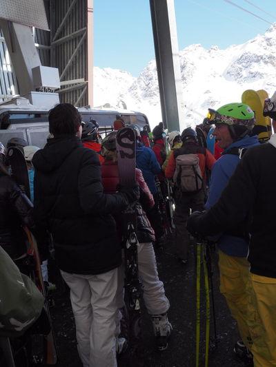 Casual Clothing City Life Day Helmets Leisure Activity Lifestyles Medium Group Of People Mountain Outdoors Ski Ski Holiday Ski Resort  Skiers Skiing Sky Snow