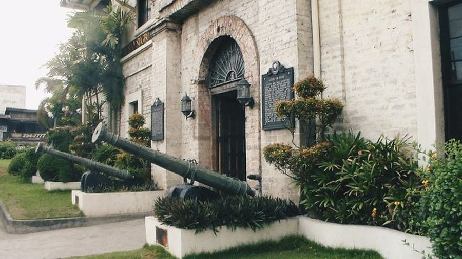 How brave are you when photographing old buildings? VSCO Vscophilippines Vscofilter Vscocannon Cannon Flashbacktuesday Cebu