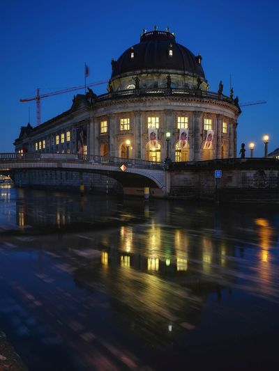Abends ins Museum Water Bodemuseum Bodemuseum Berlin Museumsinsel Museum Reflection Reflections Berlin Berliner Ansichten Berlin Photography Berlin Mitte Politics And Government Reflection Business Finance And Industry Night Government Illuminated Architecture The Architect - 2018 EyeEm Awards