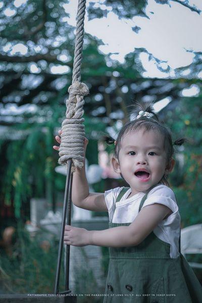 เด็กผู้หญิง Childhood Child Real People Baby Innocence One Person Cute Emotion Looking Front View Mouth Young Girls Happiness Waist Up Portrait Babyhood Mouth Open Looking Away Outdoors