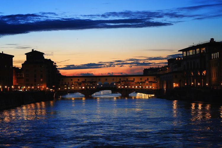 Firenze Firenze With Love Firenze, Italy Firenzemadeintuscany Italy Ponte Vecchio Ponte Vecchio Firenze River Sky Sunset Sunset Firenze Travel Destinations Tuscany Tuscany Italy Tuscany Lovers Water