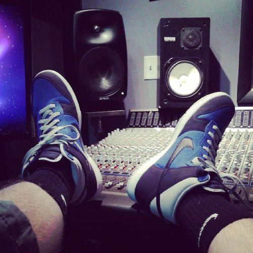 Kotd Studiowear Session Engineer artist doublethreat dunks my fav shoe under a hunnid