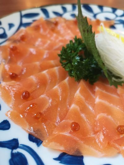 Food And Drink Food Freshness Healthy Eating Plate Close-up Ready-to-eat Wellbeing Indoors  Seafood Still Life Fish No People SLICE Japanese Food Salmon - Seafood Serving Size High Angle View Asian Food Vertebrate Sashimi  Garnish Temptation Caviar