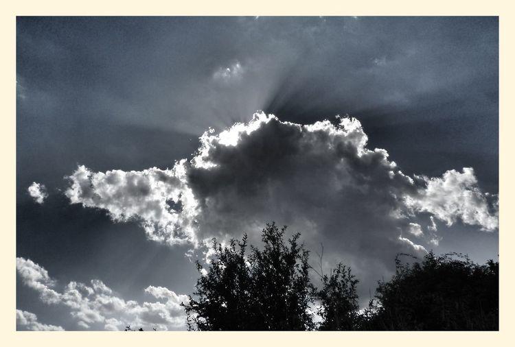 Sunset #sun #clouds #skylovers #sky #nature #beautifulinnature #naturalbeauty #photography #landscape Blackandwhite Leica