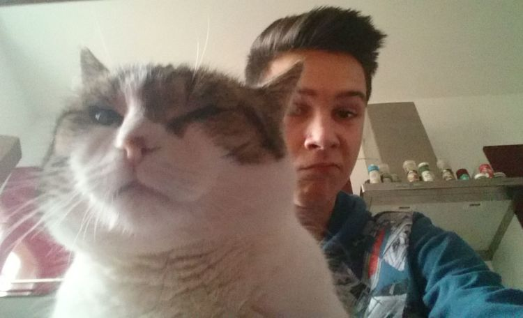 Trying to look like the cat😂 Thugs Hanging Out Taking Photos Cat