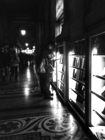 Streetphoto_bw Buying Books Fortheloveofblackandwhite Blancoynegro