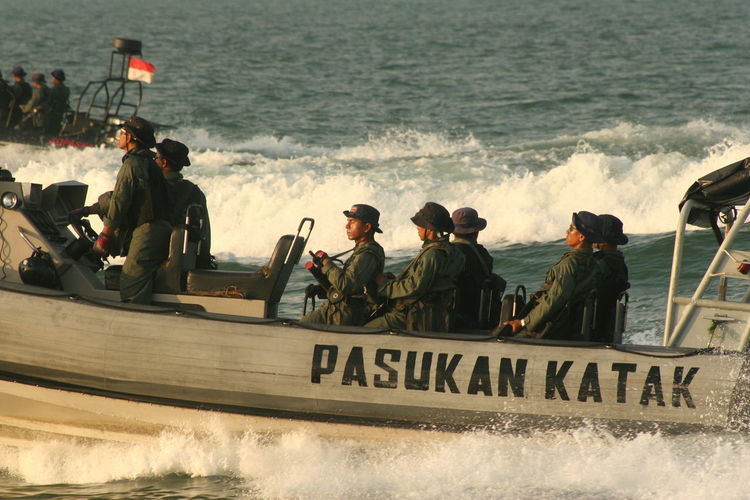 Police force in boat