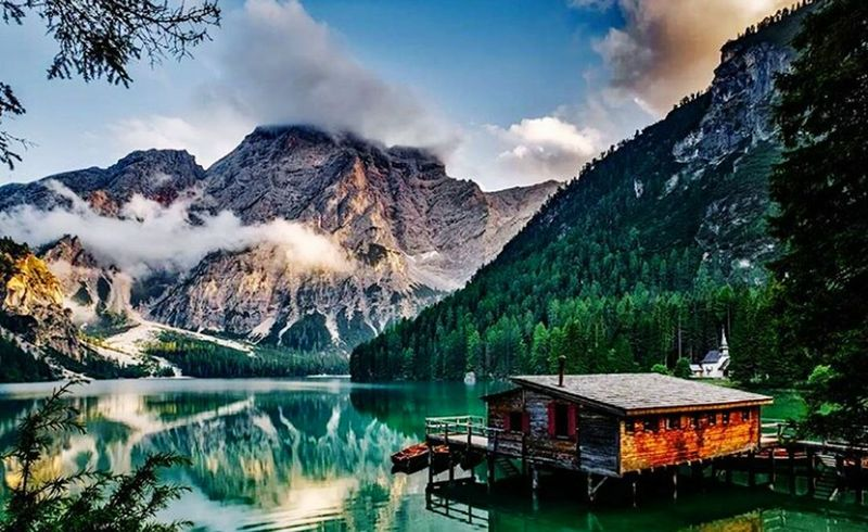 A secret house in Italia Mountain Lake Cloud - Sky Water Beauty In Nature Tree Sky Landscape No People Mountain Range Nature Scenics Beautifull Nature Extraordinary Nature Natural Photography Mountains And Sea Mountains And Water The Secret Spaces The Secret Spaces