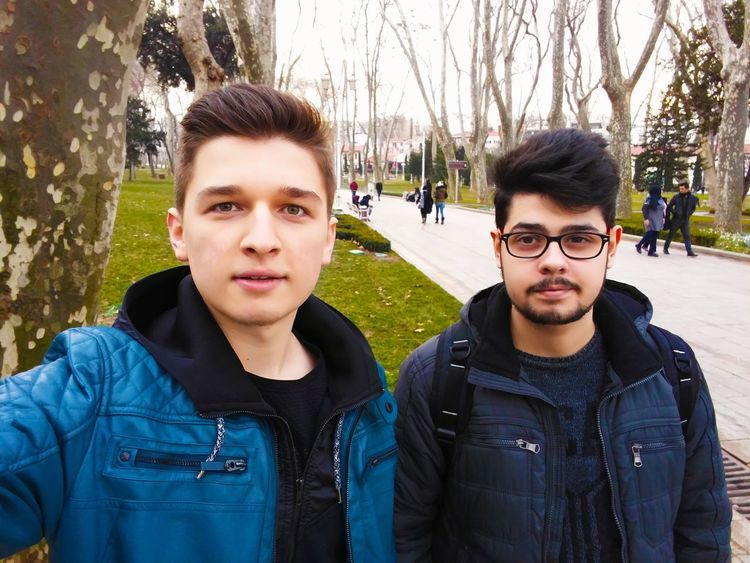 Istanbul Turkey Turkey Eminönü Gulhaneparki Two People Two People Young Adult Casual Clothing Portrait Real People Lifestyles Bonding Beard Tree Front View Togetherness People Outdoors Young Women Adult Smiling Adults Only Eyeglasses  Day Friendship