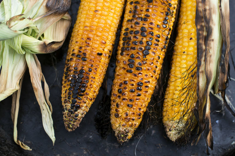 Close-up Corn Corn On The Cob Food Food And Drink Freshness Group Of Objects Healthy Eating High Angle View Nature No People Organic Outdoors Raw Food Root Vegetable Still Life Sweetcorn Vegetable Wellbeing Yellow
