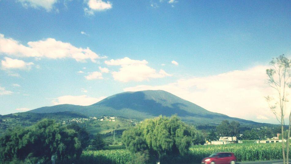 Hermosa naturaleza Blue Sky Naturally Beautiful ♥ •green• Mountain