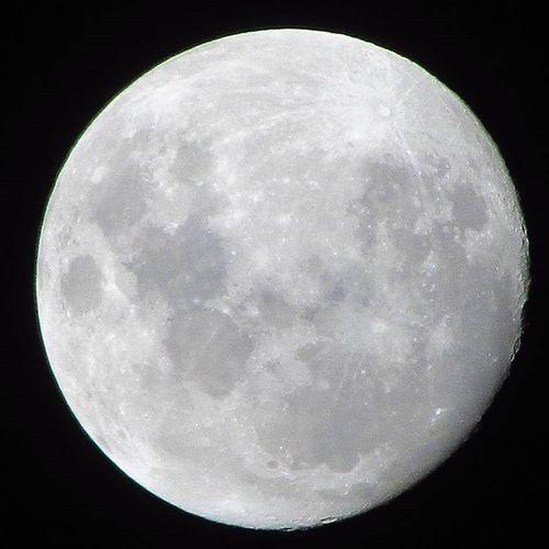 """""""Seja humilde, pois até o sol com toda sua grandeza se põe e deixa a lua brilhar"""""""