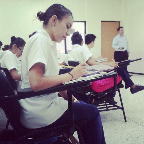 Pues no pongo atención a la clase:p✌ Infraganti :) Clasedemate :p Buenosdías♡