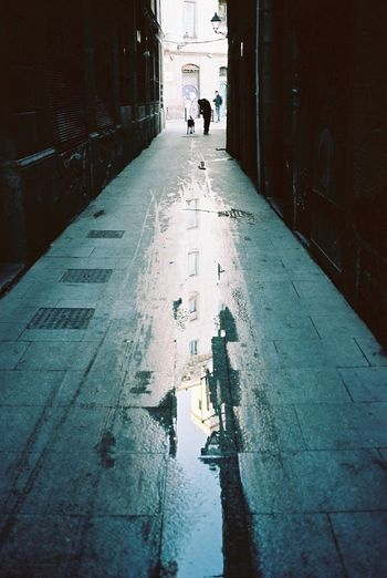 Contax T3 Barcelona 35mm Film Kodak Portra Film Streetphotography Everyday Lives Water Reflections