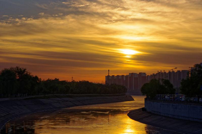 日出 晨曦 清晨 早晨 Sunset Water City Cloud - Sky Sky Night River No People