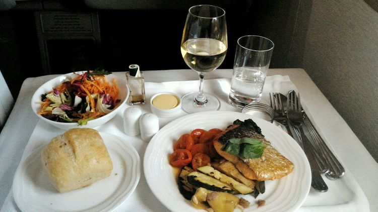 Boeing 777 Business Class Meal Meal Time Emirates Salmonsteak Salad White Wine <3 Wineglass Wine Flying First Eyeem Photo Dinner Aviationlovers Emiratesairlines