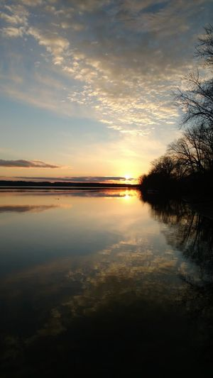 Check This Out Relaxing Enjoying Life Tranquility No People Beauty In Nature Cloud - Sky Rural Living Mississippiriver Scenics Reflections Majestic Outdoors Sky Water Beautiful ♥ sunset