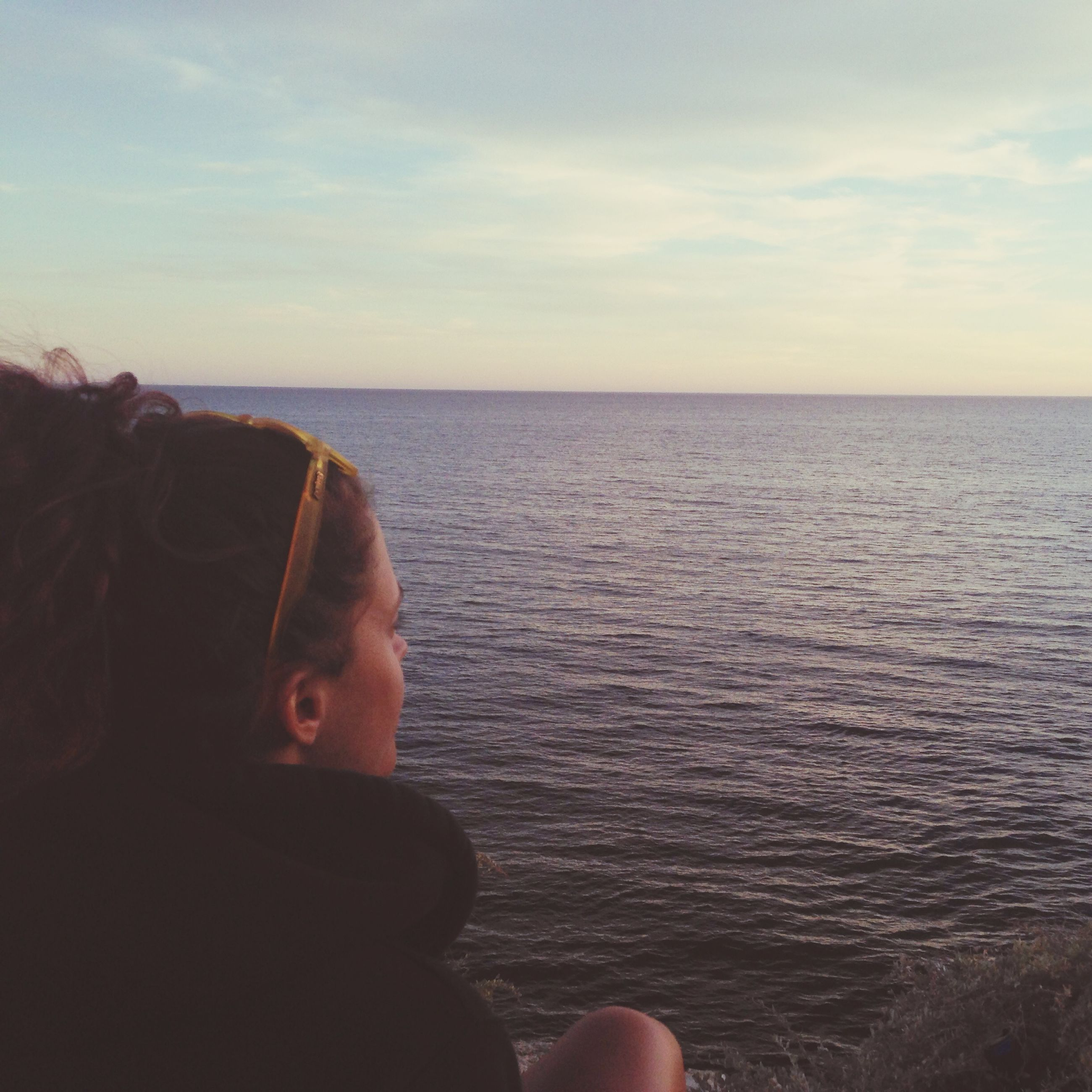 sea, horizon over water, water, sky, personal perspective, lifestyles, leisure activity, scenics, beauty in nature, tranquil scene, tranquility, part of, nature, person, cropped, idyllic, beach