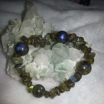 不定形 拉長石 配四粒 圓形(11mm) 拉長石 (粒粒都有藍光或金光!) 優惠價$150 只有一條 水晶 礦石 天然水晶 優惠 特價