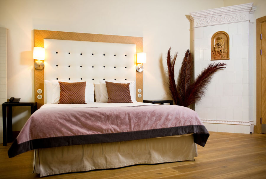 Luxurious bedroom interior Home Interior Views Interior Decorating Lighting Equipment Luxury Hotel Accommodation Apartment Bed Bedroom Bedroom Interior Bedroom View  Decoration Fashionable Home Interior Hotel Room Indoors  Indoors  Interior Interior Design Luxury No People Nobody Pillow Relaxation Relaxation Time