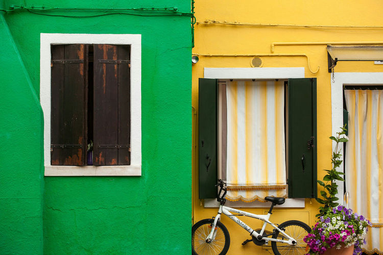 Green and Gold. Beautifully Organized Window Building Exterior Green Color Outdoors Architecture Contrast Burano, Italy Burano EyeEm Best Shots Malephotographerofthemonth Travel Destinations Travel Photography Travel Italy Venice, Italy Bestoftheday Eye4photography  Exceptional Photographs