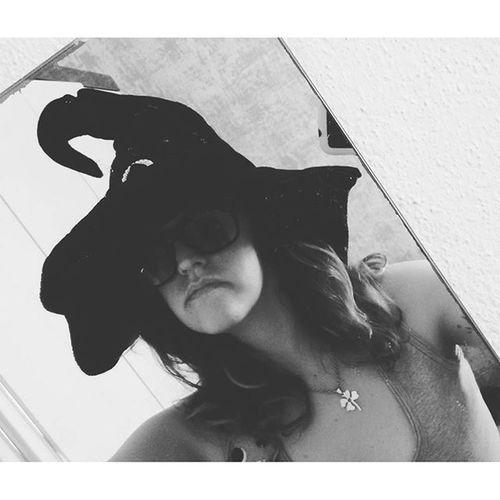 Dizem que me pareço com uma bruxa. ...hahahahahahahahaha Bruxinha Medivertindo Sqñ