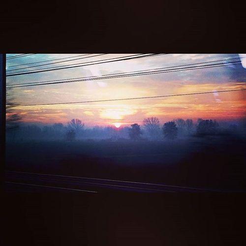 Così sono partita per un lungo viaggio... Skyline Sky Morning Sun Skylovers Clouds Twilight Backlight Dawn Sunrise Suriselovers Train Inthetrain Watchingout Outthewindow