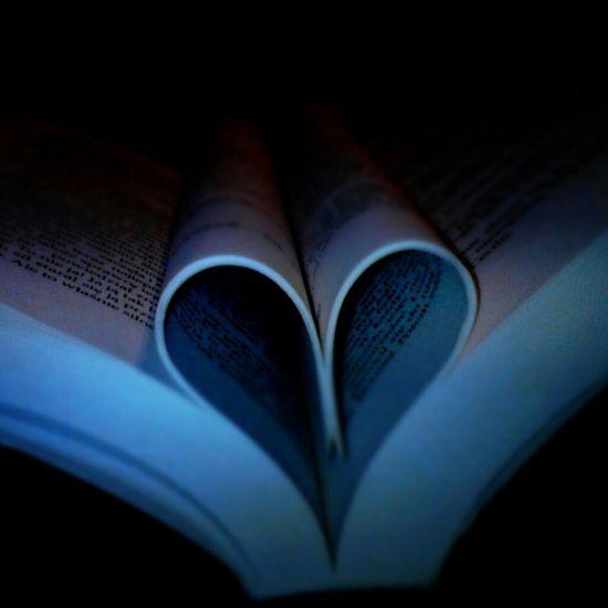 Love ♥ Book Heart Reading A Book Picture Photo Memories Miłość Książka Wspomnienia 💕💕💕💞💞💓