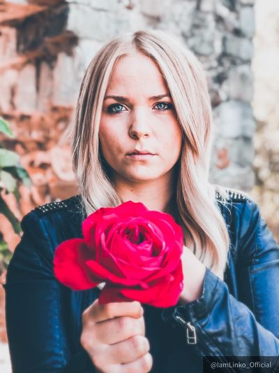 Rose Portrait Of A Woman Portrait Real People Rose - Flower Rosé Young Women Women Outdoors Beautiful Woman Lifestyles Nature