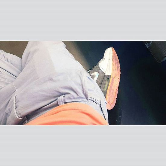 Concordance Distinction Nike Airmaxone Airmax Nikeairmax Saumon Salmon Lacoste Lacostelive Polo Pololacoste Live Direct Autaff Boring Ennuie Office Bureau Easy Tranquility Tranquille Montpellier Mtp Chinopants chino pants pantalon grey blue