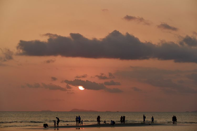 Sky Water Group Of People Sea Sunset Beauty In Nature Beach Land Scenics - Nature Silhouette Orange Color Real People Lifestyles Horizon Cloud - Sky Horizon Over Water Leisure Activity Tranquility Outdoors Nature Sea And Sky Travel Destinations Koh Samui,Thailand