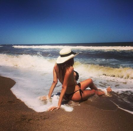 solcito y playa 🌞🌊💅 #firstpicture #FirstPhoto Beach Hat Sea Sand Vacations Full Length Rear View Sun Hat Only Women Adult Summer One Woman Only One Person Adults Only Heat - Temperature Young Adult People Human Back Women Walking First Eyeem Photo