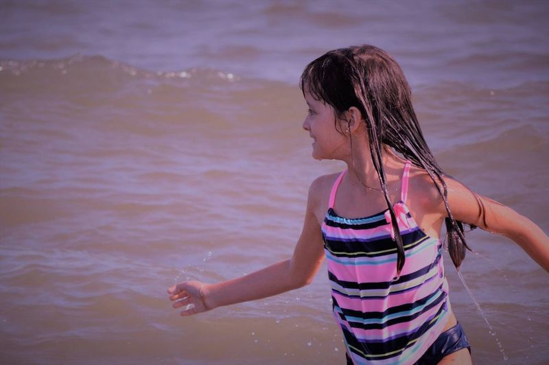 Felicidad pura! Water Real People Sea One Person Childhood Girls Wet Elementary Age Leisure Activity Outdoors Lifestyles Beach Day Nature Vacations People