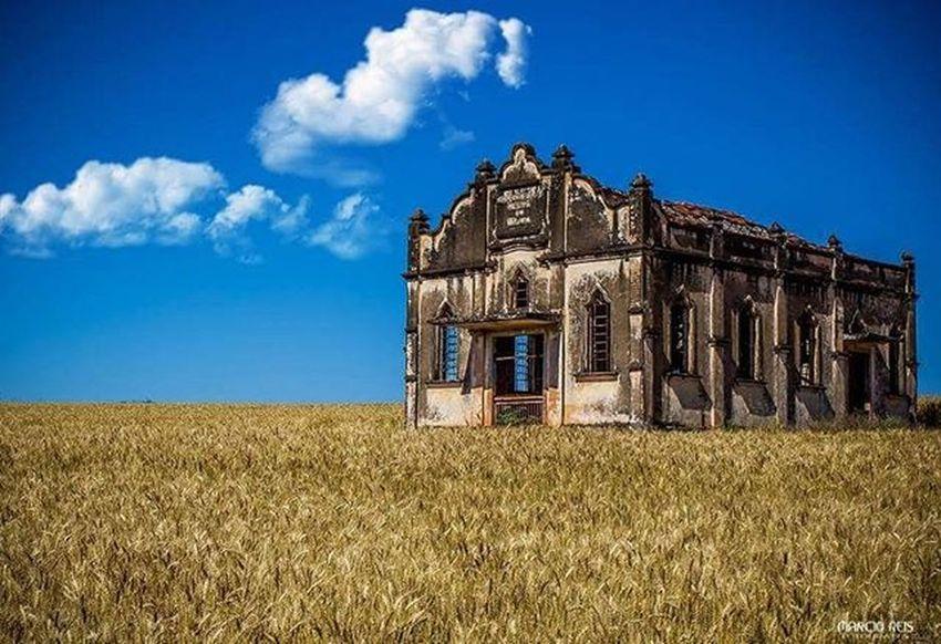 Igreja em Ruínas ( Estrada sentido Assai-Pr ) Ruinas Igreja Fotografia Assaí Azul CeuAzul Paraíso Followme Folhadelondrina Lugar Cannon Nikon