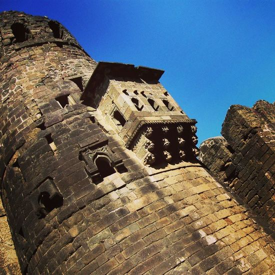 The walls of the Daulatabad fort. Forts Indianhistory Incredibleindiaofficial Indianarchitecture indianforts india wanderlust travelbug travel historicalmomuments maharashtra