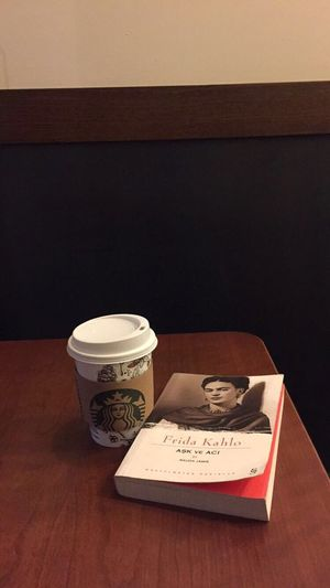 Coffee Coffee Time Coffee Break Coffee Cup Coffee ☕ Coffeetime Coffeelover Books Books ♥ Booklover Bookphoto BookLovers Starbucks Starbuckscoffee Starbucks Coffee Starbucks ❤ Starbuckstime Starbucks Love Frida Kahlo Fridakahlo