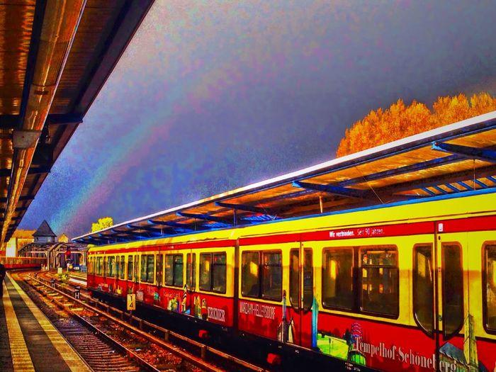 Rainbow Sky Regenbogen Berliner Ansichten Berlin Treptower Park Rainbow Colors Rainbow Rainbow🌈 Rainbow Over My Head..... Rainbow Over Berlincity Urban Berlin Regenbogen ♡ über Den Wolken Regenbogen über Berlin Up Close Street Photography After The Rain Nach Dem Regen ...