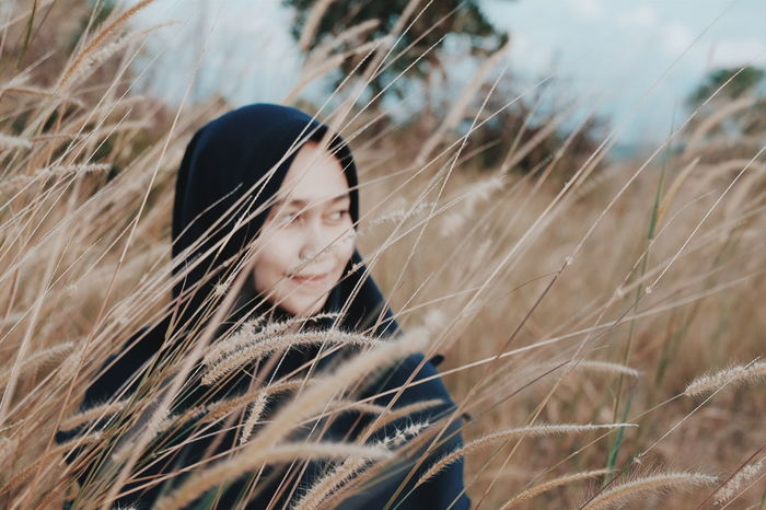 behind yellow grass Grassland Grass Grassy Field Grass Blades Grasses In The Wind Grassy Hillside Grasses And Sun Summer Summertime Adult Adults Only One Woman Only Beautiful Woman One Person One Young Woman Only Looking Through Window Beauty Young Women Nature