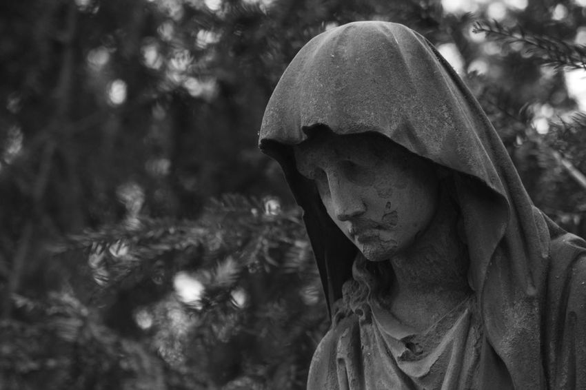 Graveyard Beauty Graveyard Tour Personal Perspective Focus On Foreground Art Photography Things Around Me Art Is Everywhere On Tour Christianity Evanescence Graveyard Surface Statues And Monuments Statue Mourning Card Card Design Black And White Photography Arts And Crafts Architectural Details While Walking Details Outdoors Photography Signs Close-up Textured
