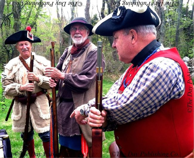 EL middle schoolers learn about colonial era firearms.