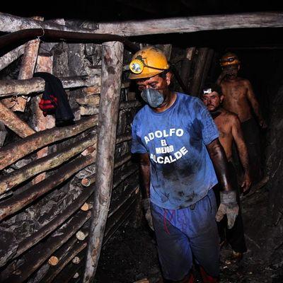 Minería artesanal en el sector de Lobateta en el estado Tachira  en Venezuela Visitvenezuela Venezuelaforum Venegramers Venezuelainsite Venezuelatravel Venezuelaes Venezuela_captures Gotravelfree Gf_venezuela Gf_colombia IG_GRANCARACAS IgersVenezuela Insta_ve Instapro_ve IG_Venezuela InstaLOVEnezuela Instafoto_ve Igerssc Instavenezuela Ig_southamerica Ig_merida Ig_colombia Icu_venezuela ig_tachira instaland_ve destinomaschevere tequierovenezuela thisisvenezuela
