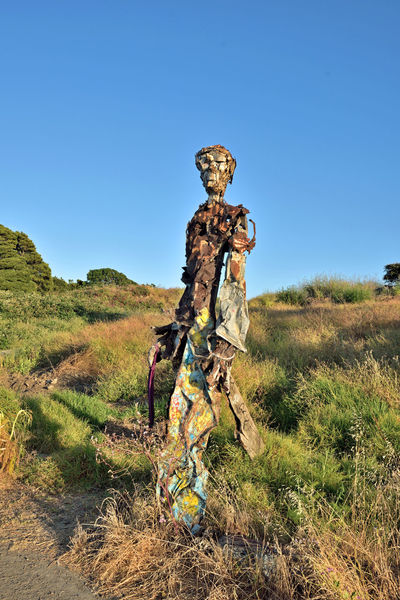 The Albany Bulb 4 Albany, Ca. Waterfront Peninsula Eastern Shore San Francisco Bay Former Landfill Dump For Contruction Materials Closed 1987 Became A Home For Urban Artists Outsider's Art An Anarchical No Man's Land Sculptures, Murals, Graffiti, Installation Art Made From Waste Recycled Materials The Bulb Bay Shoreline Sculpture : The Humanoid Outdoor Sculptor: Osha Neumann Activist,lawyer Defender Of The Homeless Bum's Paradise 2003 Movie Urban Art Public Art